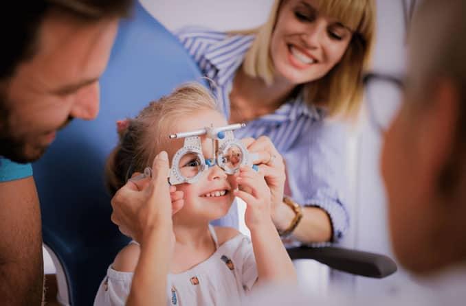 Il est conseillé d'emmener son enfant au moins une fois chez l'ophtalmologue entre 2 ans et 4 ans.